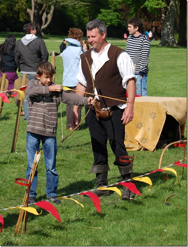 Jousting%20tournament%20at%20Blenheim%20palace%20241[1]