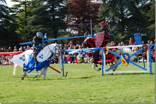 Jousting%20tournament%20at%20Blenheim%20palace%20198[1]